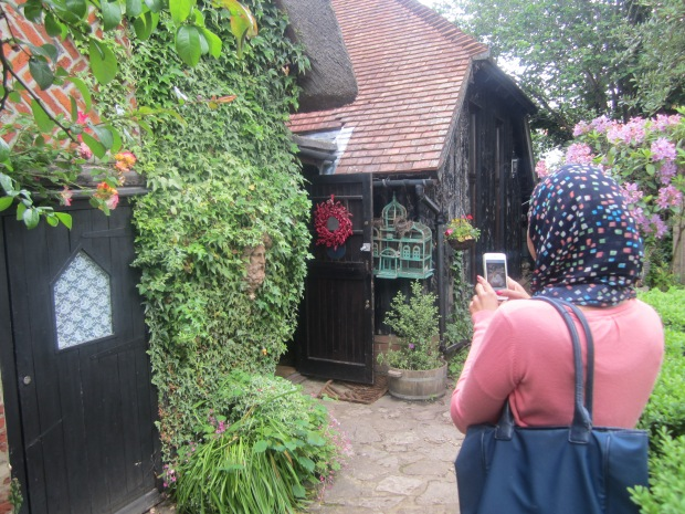 400 Year Old Thatched Cottage- Wonderful Service, warm, welcoming. Coffee away from Home